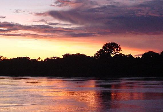 Над Амазонкою вечоріє