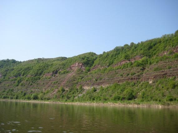 Береги Дністра, наче галицький пляцок, нашаровані гірськими породами