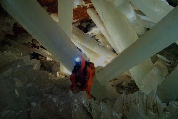 """""""Печера Кристалів"""" нагадує радше сцену із фантастичного фільму про далекий космос, а ніж звиклу для нас Землю. Джерело ілюстрації: http://www.stormchaser.ca"""