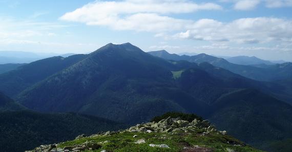 """Панорама заповідника """"Ґорґани"""". Джерело ілюстрації: Руслан Жирак"""