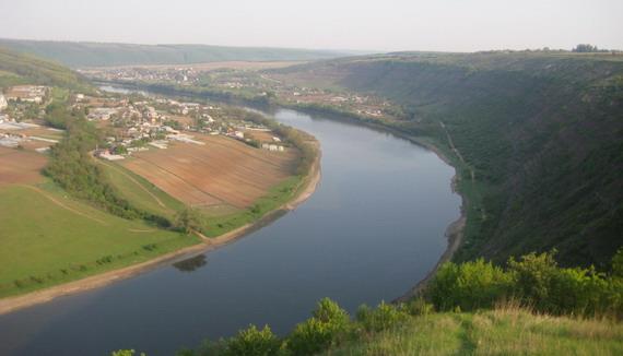 Панорама Дністра в околицях сіл Передівання та Іване Золоте
