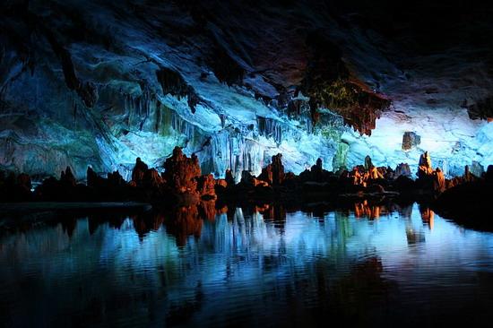 Печера Очеретяної Флейти у Ґуйліні, Китай - вражає своєю красою