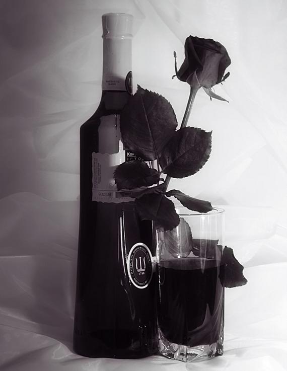 Червоне вино є визнаним антиоксидантом (Надмірне споживання алкоголю шкодить здоров'ю). Джерело: Галя Воронич і Наталя Щипанська